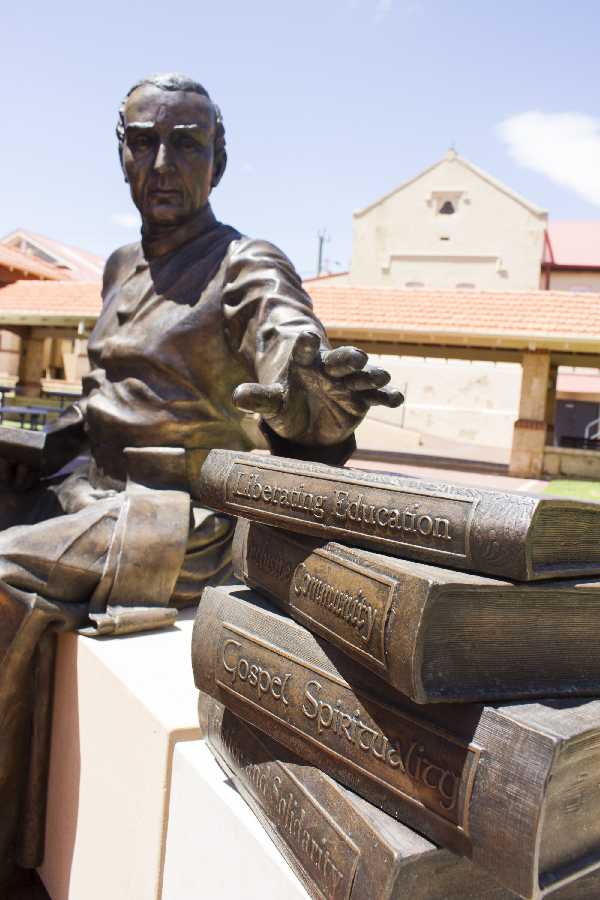 CBC-Fremantle-statue-of-Edmund-Rice2